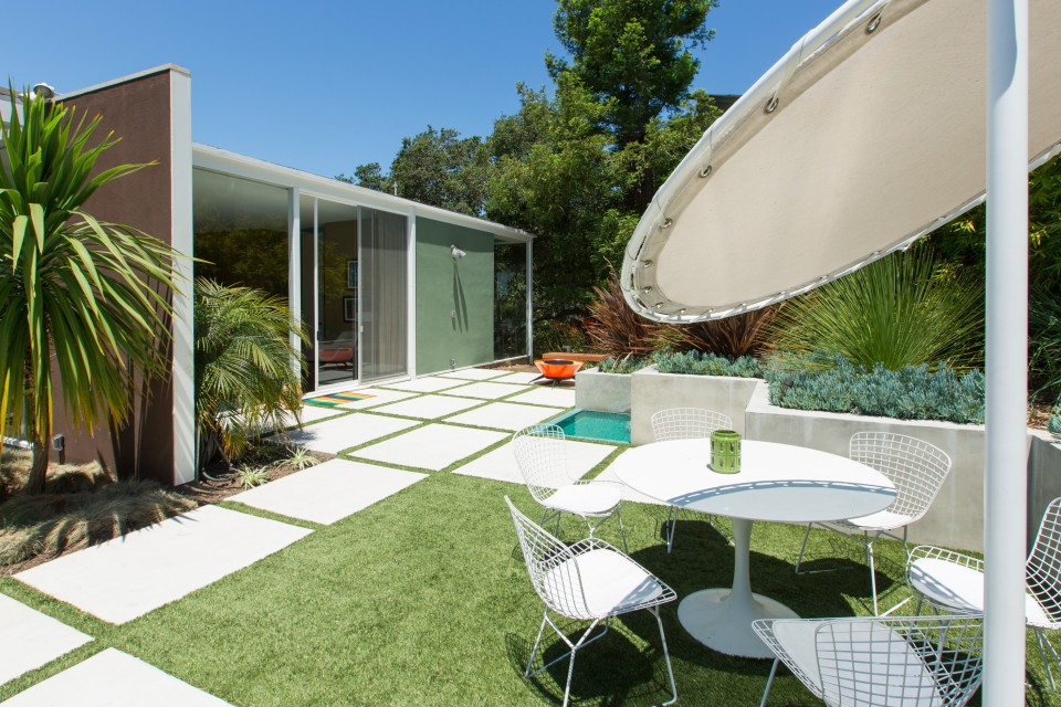 Mid-century modern home for corporate retreats