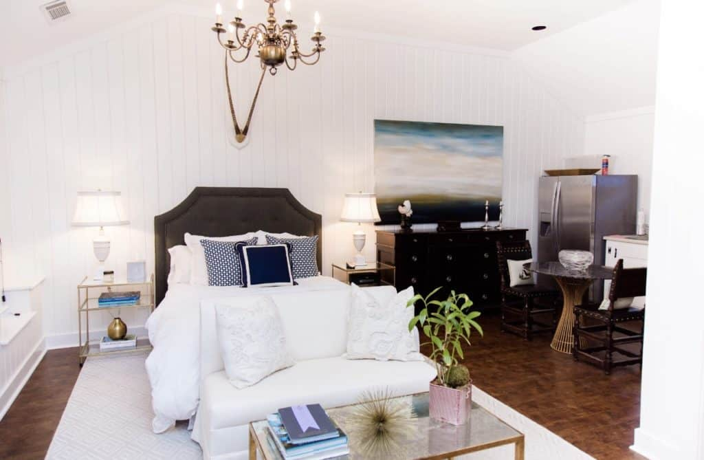 Beautifully Decorated Buckhead Carriage House atlanta rental