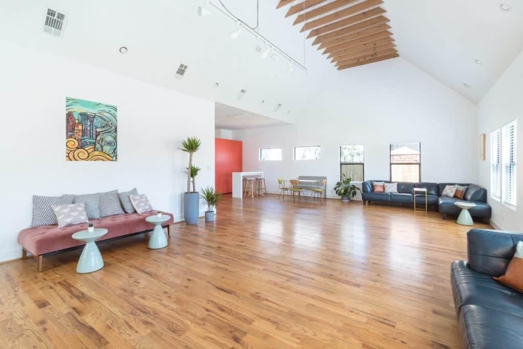 Loft Style Natural Light Studio - Centrally Located - Houston rental