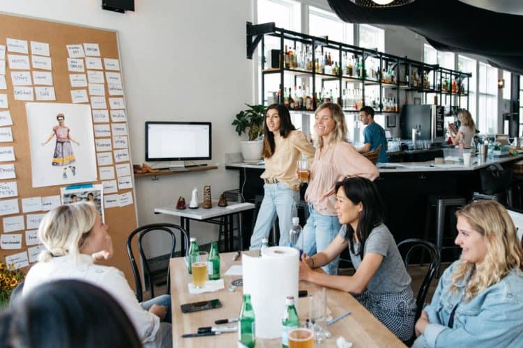 How To Host A Seminar: Wow Your Attendees With These Tips | Peerspace
