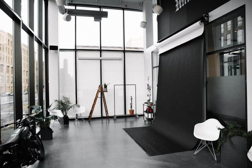 Modern Controlled Natural Light Studio with 18' Glass Windows minneapolis rental