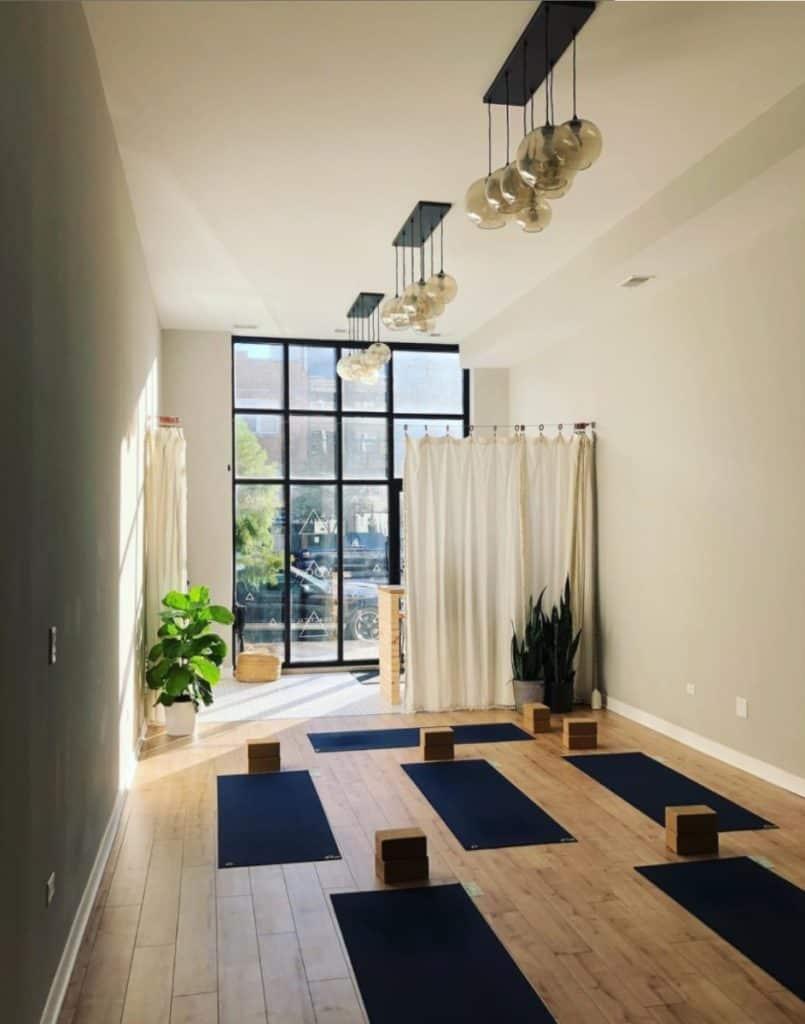 Modern and Minimal Yoga Studio chicago rental