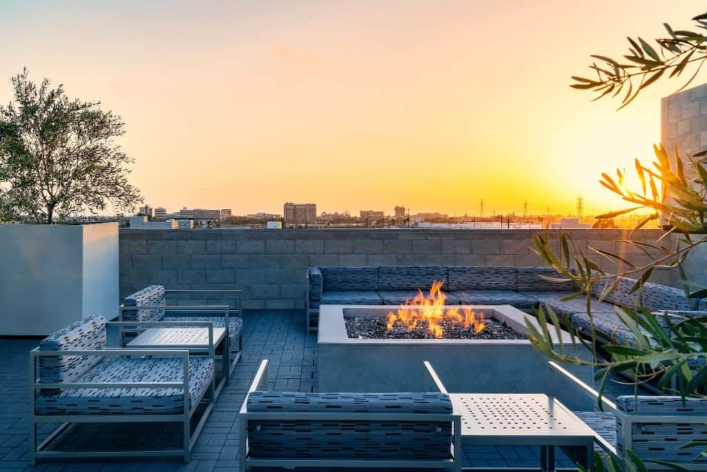 Rooftop Lounge with Full Kitchen Fire-pit anaheim rental