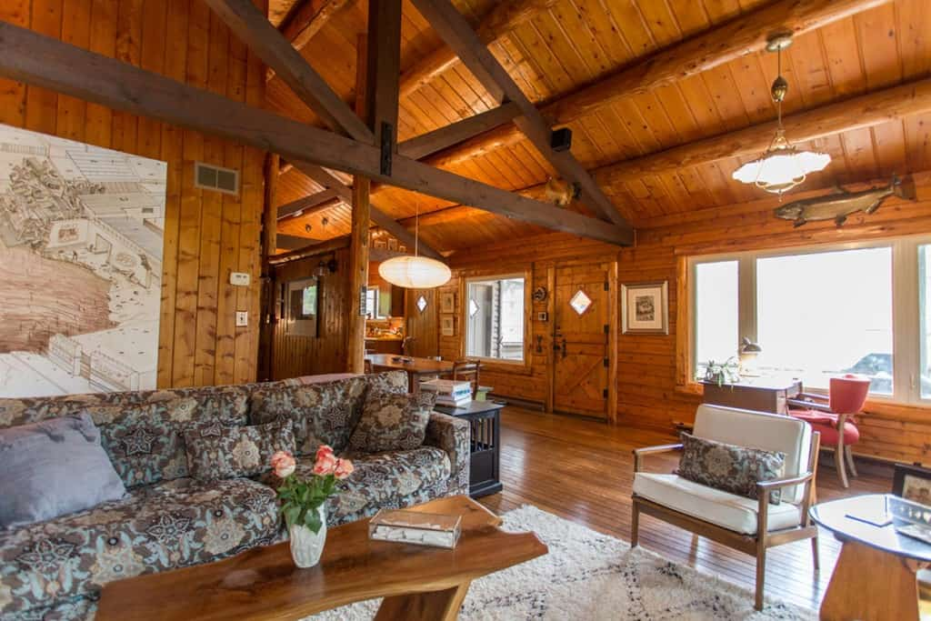 Rustic Wooded Artist Cabin indianapolis rental