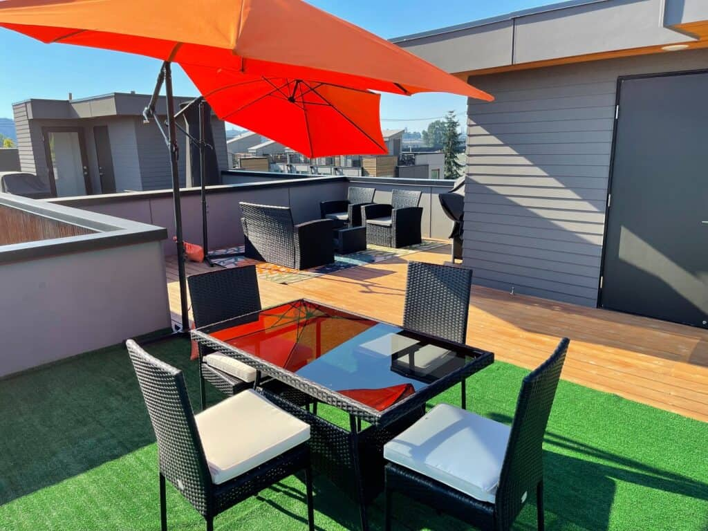 Townhouse With A Rooftop Deck View Of Seattle Skyline rental