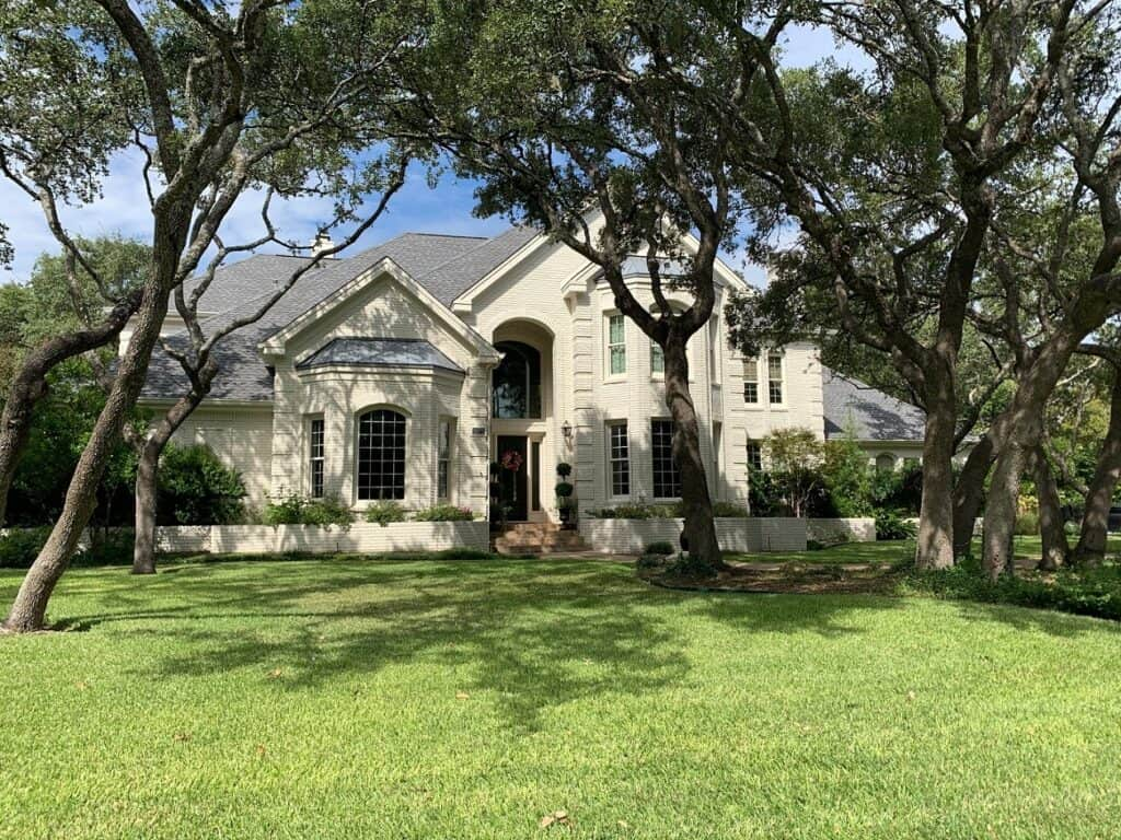 Traditional with modern flair in Westlake austin rental