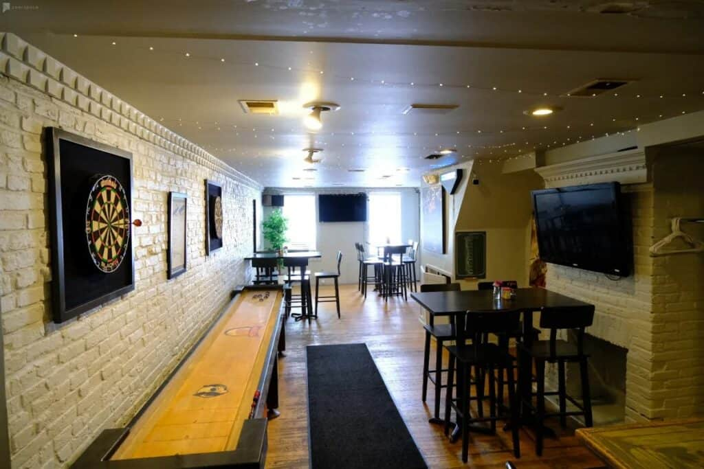 bar restaurant and game room in fells point