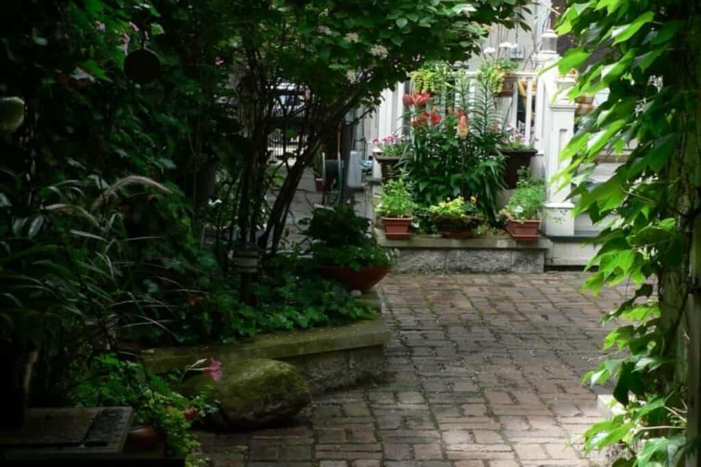 garden of lincoln park brownstone