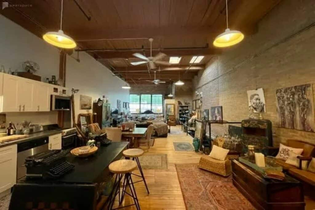 eclectic rustic artist loft in lakeview
