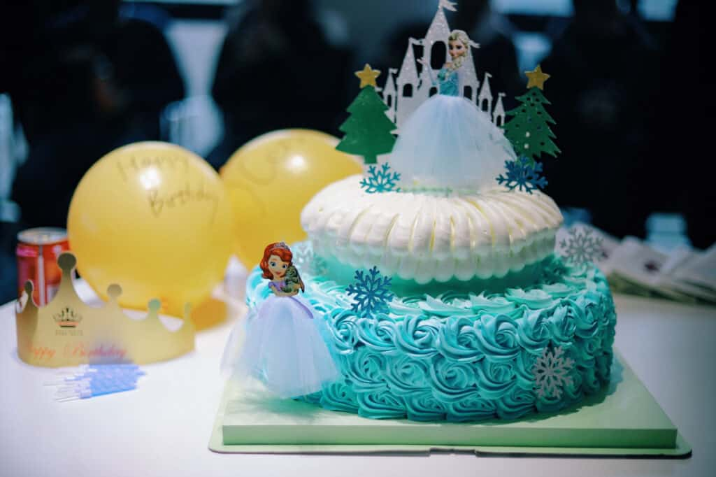 cake for frozen party