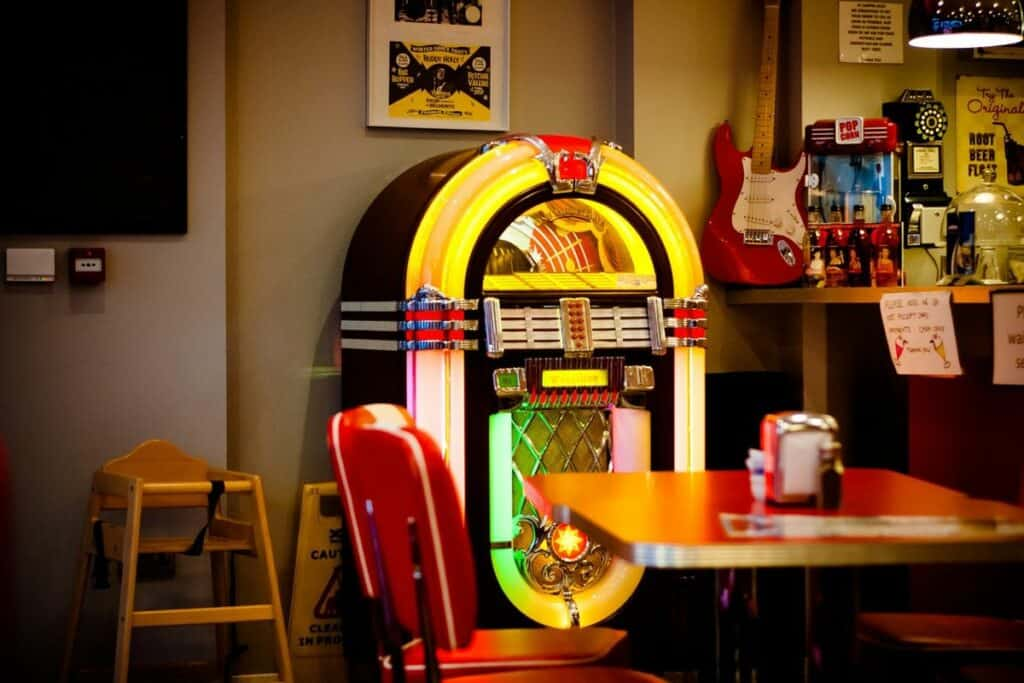 jukebox playing 50s hits in diner