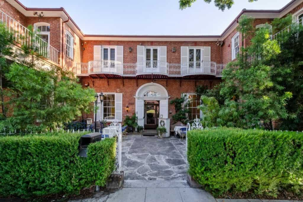 courtyard in pasadena with euro charm