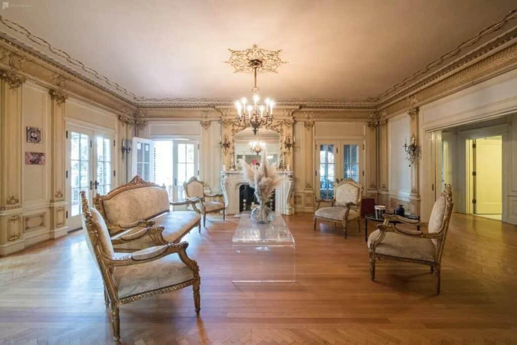elegant classic mansion Cheap Wedding Venues near Los Angeles
