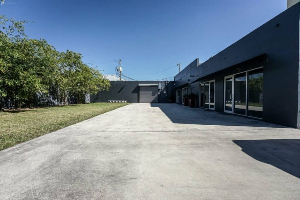 miami office space with spacious outdoor area