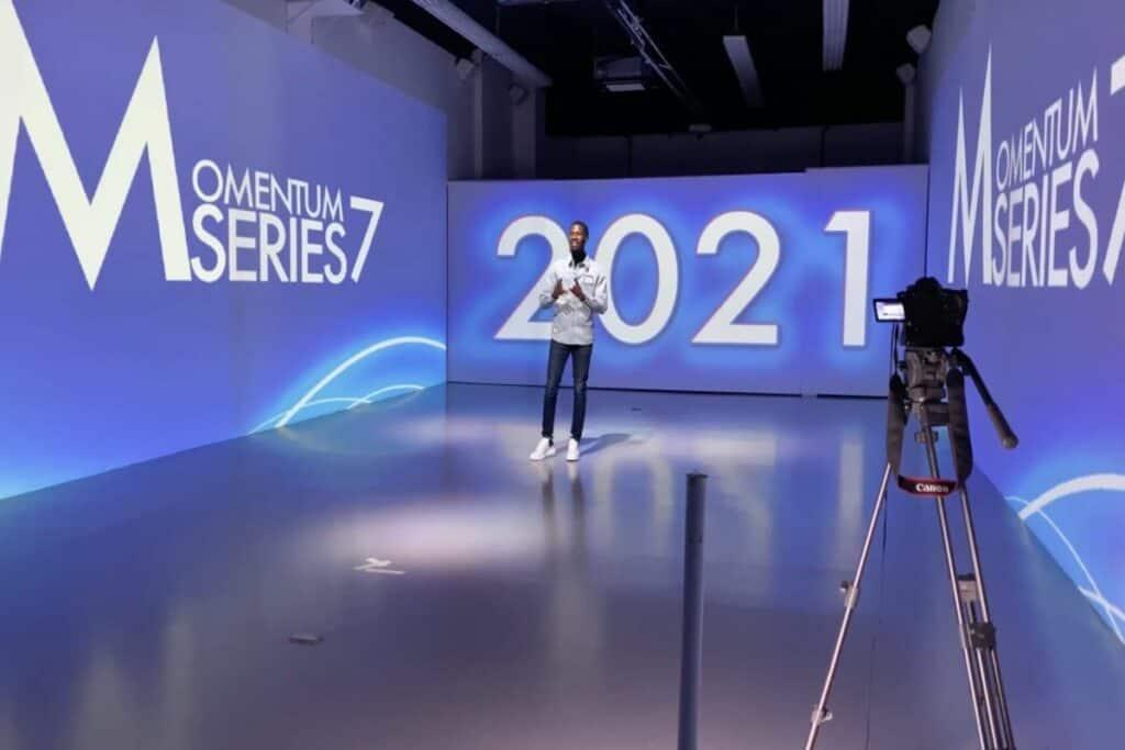 immersive 360 degree screened studio