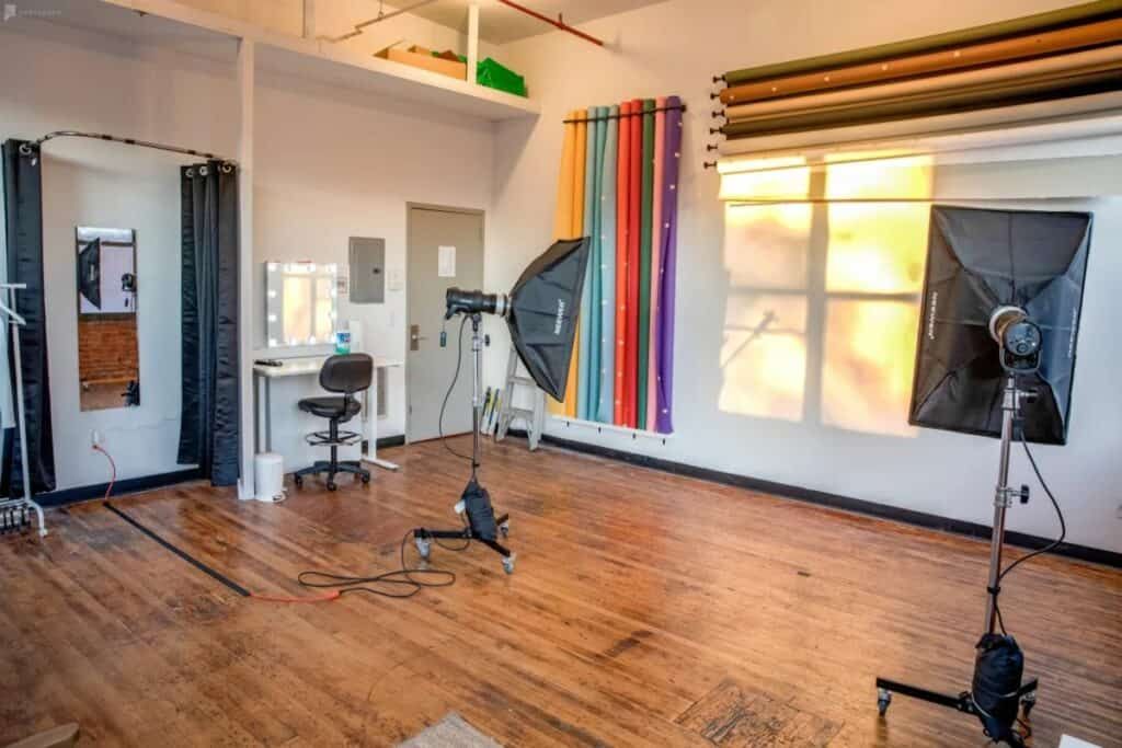 bright studio with great amenities