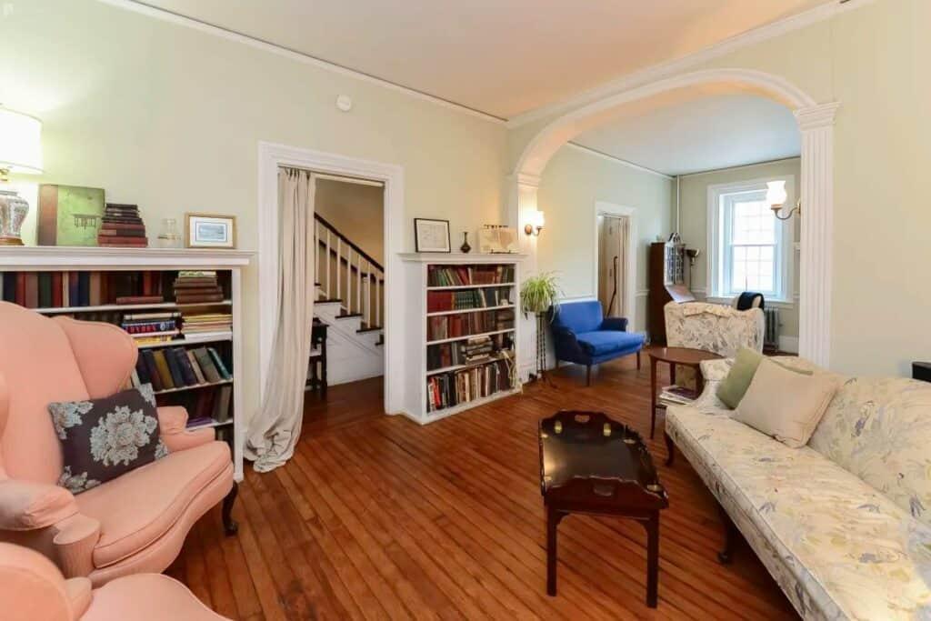 historic home with plenty of indoor outdoor space